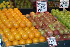 Appelen en sinaasappelen stock afbeelding