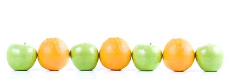 Appelen en sinaasappelen Royalty-vrije Stock Afbeeldingen