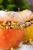 Appelen met noten stock foto's