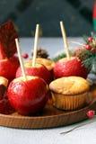 Appelen in rode karamel stock fotografie