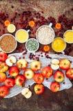 Appelen, wortelen, biet, kool, grapefruit, citroen boven r wordt gesneden dat Royalty-vrije Stock Afbeelding
