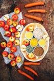 Appelen, wortelen, biet, kool, grapefruit, citroen boven r wordt gesneden dat Royalty-vrije Stock Fotografie