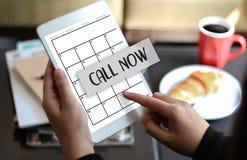 APPELEZ MAINTENANT la question svp calorie de soutien de service client de contactez-nous Photo stock