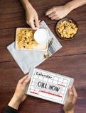 APPELEZ MAINTENANT la question svp calorie de soutien de service client de contactez-nous Photographie stock