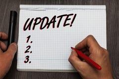 Appell för uppdatering för handskrifttexthandstil Motivational Begreppsbetydelse som var aktuell med senast utvecklingar, uppdate Royaltyfri Bild