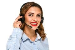 Appell-mitt medel som talar med klienter som använder hörlurar med mikrofon royaltyfria bilder