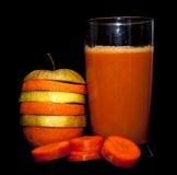 Appelsina-Apfelsaft von den nützlichen Vitaminen der Karotten Stockfotos
