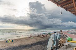 Appena prima la tempesta alla spiaggia di Bali fotografie stock