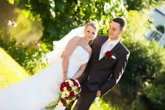 Appena sguardo della coppia sposata Fotografie Stock