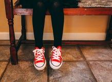 Appena una ragazza e le sue scarpe Immagine Stock Libera da Diritti