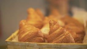 Appetitanregendes Gebäck im Bäckereishopabschluß oben Köstliches selbst gemachtes Gebäck stockfoto