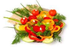 Appetitanregendes Gemüse und gesundes Brot lizenzfreies stockbild