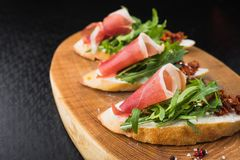 Appetizer bruschetta with tomato and bacon Royalty Free Stock Photos