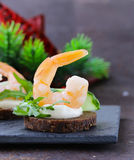 Appetizer canape with  arugula and shrimp Royalty Free Stock Photos