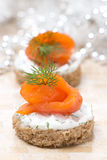 Appetizer - canape with rye bread, cream cheese, salmon Royalty Free Stock Photos