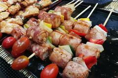 Appetizer food : raw beef skewer for barbecue Royalty Free Stock Photos