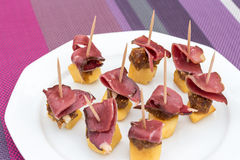 Appetizer. Plate of small apple and duck appetizers on toothpicks Royalty Free Stock Photos