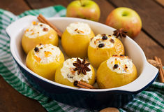 Appetizing baked apples with cottage cheese Stock Photography