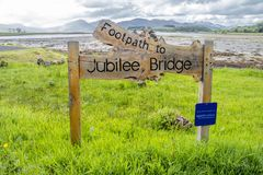 Appin,苏格兰- 2017年5月30日:在Appin签署指明道路周年纪念桥梁 库存照片