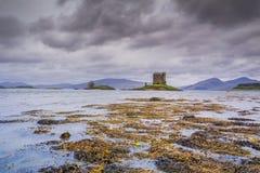 APPIN,苏格兰- 2015年8月14日:城堡潜随猎物者在雨中 图库摄影