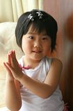 applådera flickan little royaltyfri foto