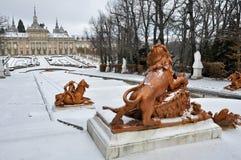 Applådera springbrunnen och La Granja de San Ildefonso Palace (Spanien) Royaltyfria Bilder