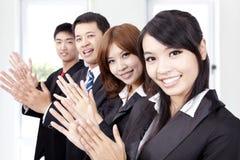 Applaudierende Geschäftsleute