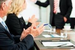 Applaus für eine Darstellung in der Sitzung lizenzfreies stockfoto