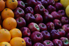 Apple和桔子 免版税库存照片