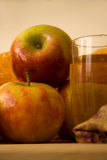 Apple和苹果汁 免版税库存图片