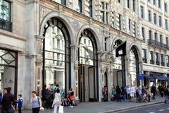 Apple计算机摄政的存储街道 免版税库存照片