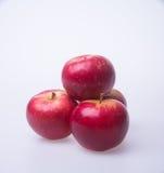 Apple ή κόκκινο μήλο σε ένα υπόβαθρο Στοκ φωτογραφίες με δικαίωμα ελεύθερης χρήσης