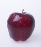 Apple ή κόκκινο μήλο σε ένα υπόβαθρο Στοκ εικόνα με δικαίωμα ελεύθερης χρήσης