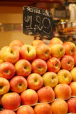 Apple, αγορά φρούτων στη Βαρκελώνη, Ισπανία Στοκ Φωτογραφία