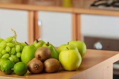 Apple, ακτινίδιο, ασβέστης και αχλάδι Στοκ Εικόνα