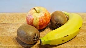 Apple, ακτινίδιο και μπανάνα Στοκ Φωτογραφίες