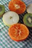 Apple, ακτινίδιο και tangerines Στοκ Εικόνες