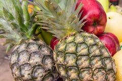 Apple, ανανάς, μικτά φρούτα Στοκ φωτογραφίες με δικαίωμα ελεύθερης χρήσης