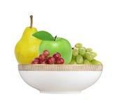 Apple, αχλάδι και σταφύλι στο πιάτο που απομονώνεται στο λευκό Στοκ εικόνες με δικαίωμα ελεύθερης χρήσης