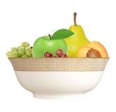 Apple, βερίκοκο, αχλάδι και σταφύλι στο πιάτο που απομονώνεται στο λευκό Στοκ εικόνες με δικαίωμα ελεύθερης χρήσης