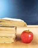 Apple, βιβλία και σύνθεση πινάκων Στοκ Εικόνα
