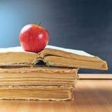 Apple, βιβλία και σύνθεση πινάκων Στοκ Φωτογραφίες