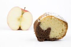 Apple εναντίον του κέικ Στοκ Εικόνες