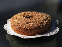 Apple & κέικ κανέλας με τα καρύδια Στοκ εικόνα με δικαίωμα ελεύθερης χρήσης