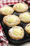 Apple και άσπρα Muffins σοκολάτας Στοκ εικόνα με δικαίωμα ελεύθερης χρήσης