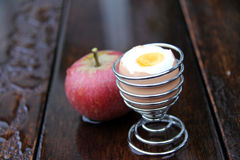 Apple και αυγό Στοκ φωτογραφίες με δικαίωμα ελεύθερης χρήσης