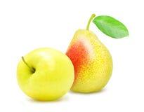 Apple και αχλάδι με το πράσινο φύλλο Στοκ εικόνα με δικαίωμα ελεύθερης χρήσης