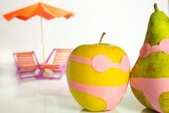 Apple και αχλάδι σε ένα κοστούμι λουσίματος Στοκ φωτογραφία με δικαίωμα ελεύθερης χρήσης