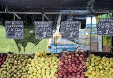 Apple και αχλάδι στην αγορά Στοκ Εικόνες