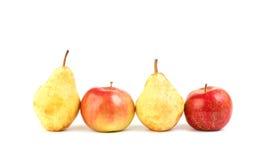 Apple και αχλάδι στο λευκό Στοκ Φωτογραφίες